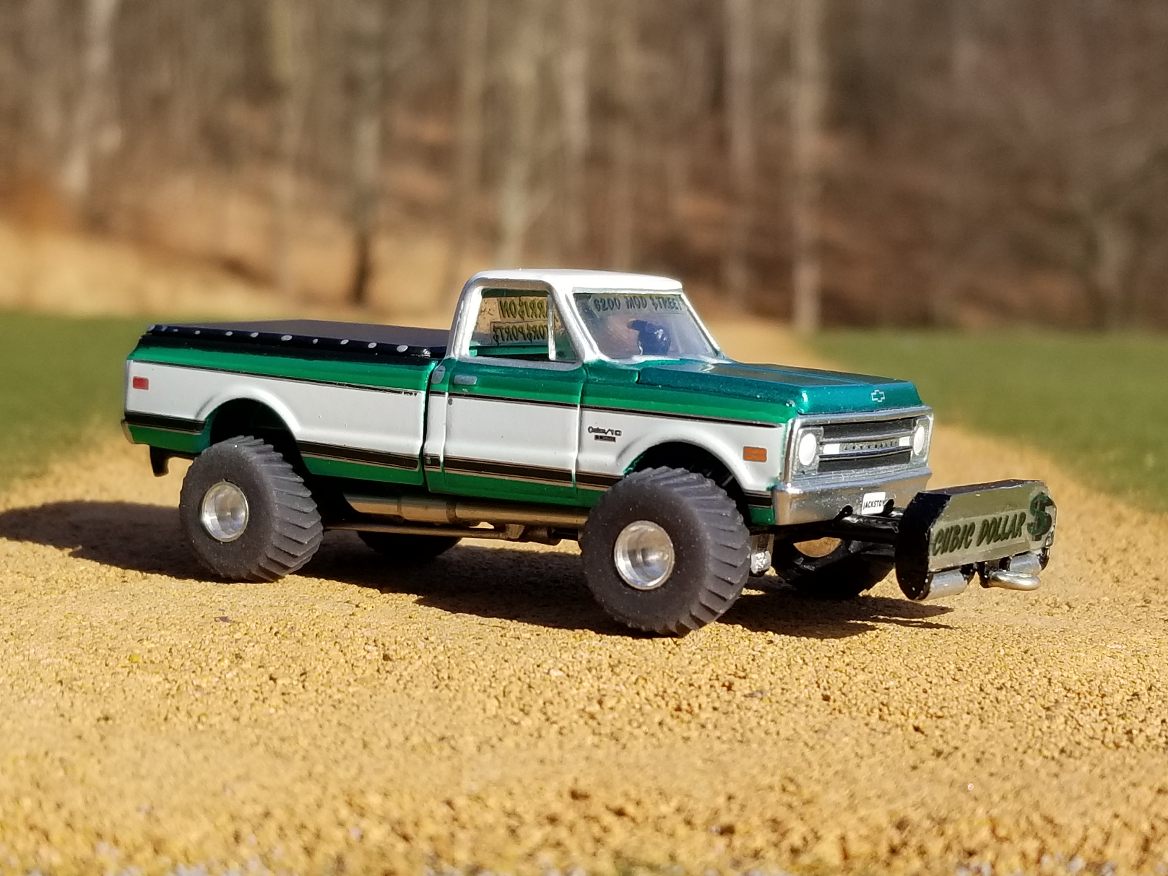 1/64th Scale Pulling Truck
